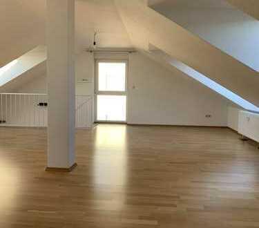 Helle, gepflegte 3-Zimmer-Maisonette-Wohnung mit Balkon in Königstein im Taunus von privat