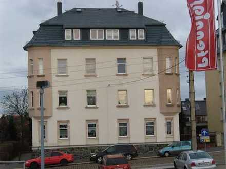 Preiswerte, modernisierte 3,5-Zimmer-Dachgeschosswohnung mit EBK in Glauchau