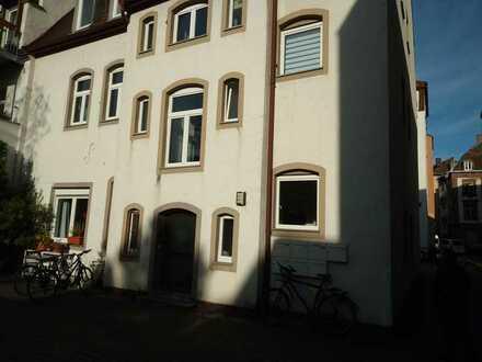 Bezugsfreie 1,5 Zimmer-DG-ETW. in der Karlsruher Oststadt zum Selbstbezug oder als Kapitalanlage