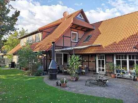 Traumhaft schönes Fachwerkhaus mit großem Nebengebäude und Garage in ruhiger Lage