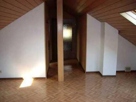Gepflegte 2-Zimmer-Dachgeschosswohnung mit Einbauküche in Bruchköbel