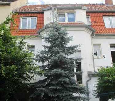 Mehrfamilienhaus mit Ausbaureserven + Gewerbeeinheit in City-Lage