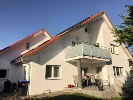 Exklusive, gepflegte 3,5-Zimmer-Dachgeschosswohnung mit Balkon und Einbauküche in Gäufelden