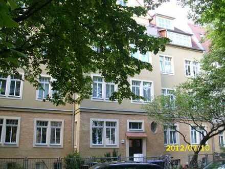 Schöne 1 Zi-Wohnung mit off. Küche und Einbauküche, Laminat und Duschbad im Paulusviertel