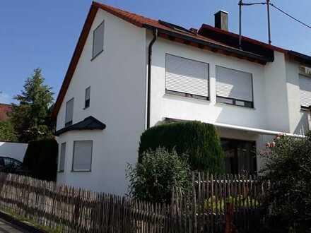 Freundliche und modernisierte 5-Zimmer-Doppelhaushälfte zur Miete in Heimsheim