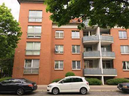 Neuwertige 1-Zimmer-Wohnung mit Loggia und Einbauküche in Hannover-Limmer