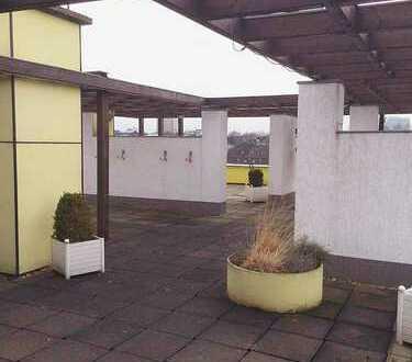 Holzdielen & Fliesen, Fernsicht, allg. Dachterrasse, Aufzug, Hausmeister, Zugang barrierefrei