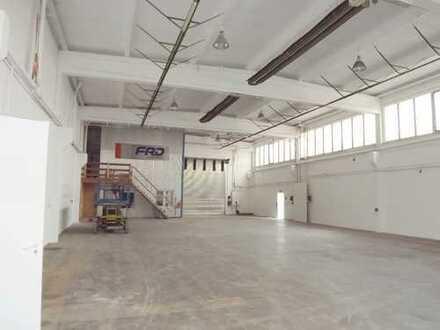 Teilbarer Hallenkomplex mit zus. 420m² Bürofläche