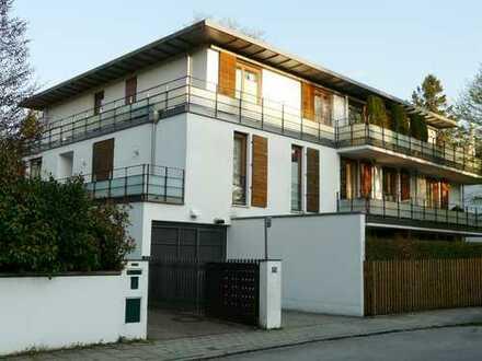 Bestlage Solln: Luxuriös-elegantes Ambiente mit Marmor, Parkett, EBK, offenem Kamin und 3 Balkonen