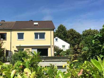 Schmuckes Reihenendhaus mit sonniger Terrasse und Home-Office