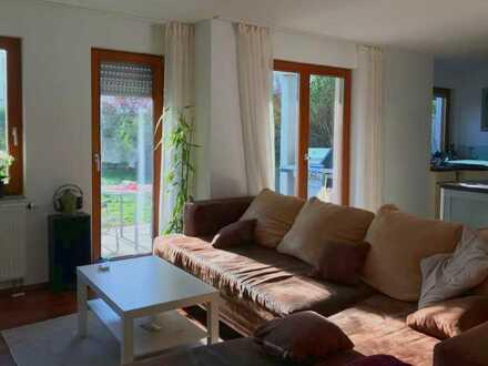 Gepflegte 3-Zimmer-Erdgeschosswohnung mit Garten und EBK in Freiburg
