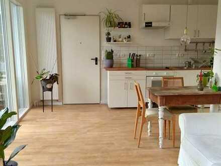 Helles, neuwertige Appartment mit großer Wohnküche und Balkon in Rönneburg, Hamburg
