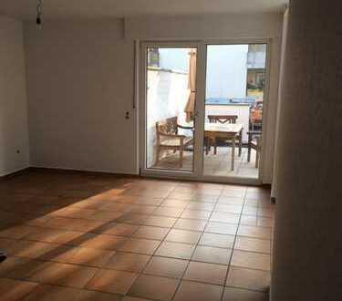 Schöne 5-Zimmer-Maisonette-Wohnung mit Garten, Terrasse und EBK in Porz-Urbach, Köln