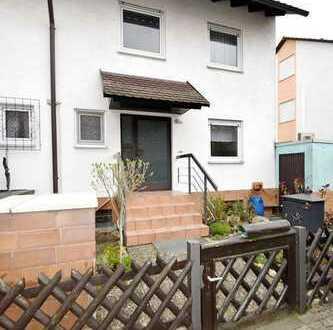 Attraktive Doppelhaushälfte mit Garage, Terrasse und Garten in ruhiger gewachsener Wohnlage v. Altri