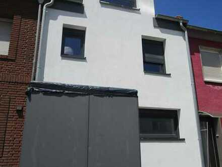 Hier werden Sie sich wohlfühlen! Kernsaniertes Einfamilienhaus in ruhiger Wohnlage von DU-Bergheim!