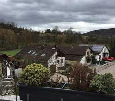 Stilvolle, gepflegte 3,5-Zimmer-DG-Wohnung mit Balkon und Einbauküche in Winnenden-Höfen