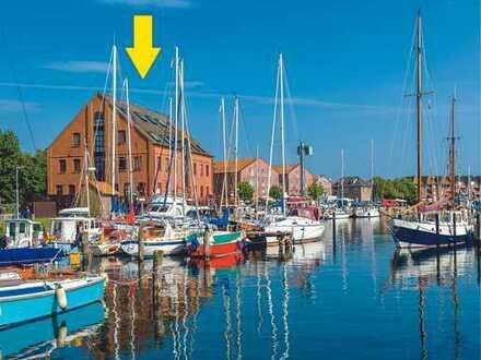 Yachthafen-Restaurant direkt am Wasser mit Panorama-Hafen- und Meerblick. Ferienwohnungen möglich.