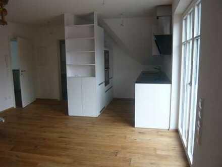 Neuwertige 2,5-Zimmer-Maisonette-Wohnung mit Balkon und EBK in Nördlingen