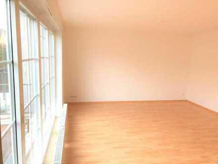 Wingertsberg: helle Maisonette mit 4 Zimmern und großem Balkon