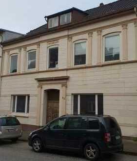 Gatermann Immobilien: Stark sanierungsbedürftiges Mehrfamilienhaus in Itzehoe - Innenstadnah