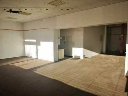 Ladenlokal in exponierter Lage mit ausreichend Büro- und Werkstatträumen