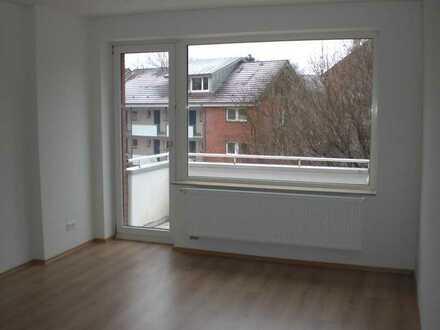 Von privat: Gepflegte 3-Zimmer-Wohnung mit Balkon und Einbauküche zentral in Barmbek-Nord
