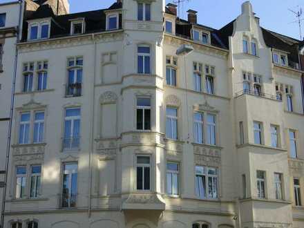 2 WOHLFÜHLWOHNUNGEN: 4 und 5 ZKBB-Altbauwhg.*Balkon zum Hof *Parkett-Dielenboden*Kassettentüren