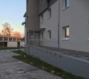 neuwertige 3-Zi.-EG-Wohnung mit Terrasse u. Garage