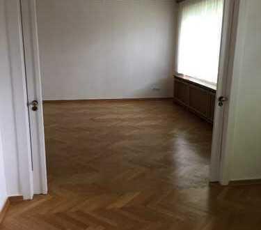Etwas Besonderes: Geräumige 3,5 Zi.-EG-Wohnung in Zweifamilienhaus in Mariendorf