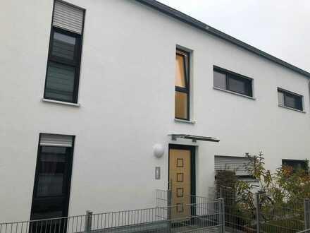 IN-Süd - exklusive, neuwertige 2-Zimmer-Dachgeschosswohnung mit 2 Balkonen und Einbauküche