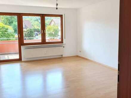 Helle und großzügige 3 Zimmerwohnung (84m²) + Balkon, EBK und TG-Stellplatz
