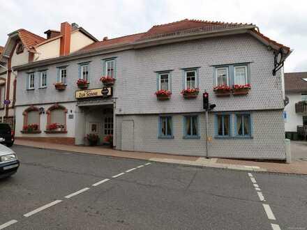 Denkmalschutz ! Historisches Gebäude mit Tanzsaal, Gaststätte, einer Wohnung und Ausbaureserve
