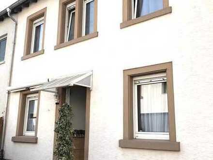 Gepflegte 3 ZKB Wohnung und EBK mit Hausflair in Mannheim