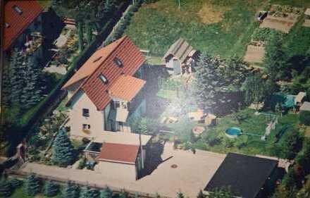 Neu aufgebautes Bauernhaus mit 3 Garagen , Nebengelass und Garten, unverbaubare Lage
