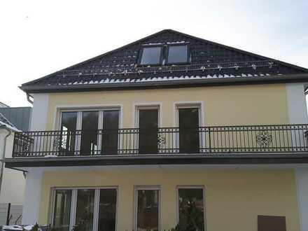 Uninahe, schöne 2-Zimmer Dachgeschoss-Wohnung in bester Lage Homburg