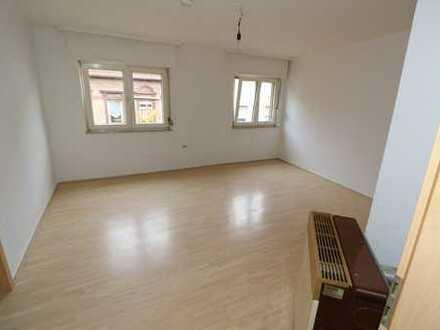 Provisionsfrei * Helle, abgeschlossene Etagenwohnung * 2. OG * 2 ZKB * 65 m² * Innenstadt Pirmasens