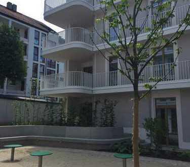 Lichtdurchflute 4-Zimmer-Wohnung mit EBK, Loggia und Balkon in Maxvorstadt, München