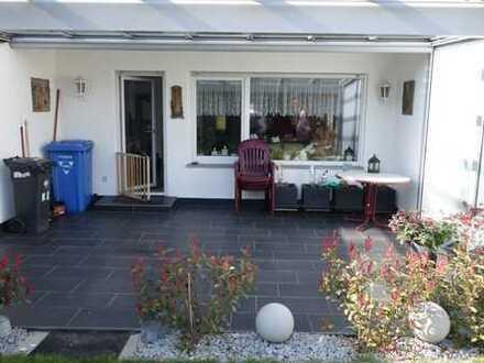 Sehr gepflegte, modernisierte Doppelhaushälfte - überdachte Terrasse - schöner Garten - Garage