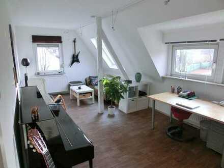 Lichtdurchflutete, moderne DG-Wohnung (teilmöb. * Pendler * opt. Bahnanbindung nach DO, ruhige Lage)