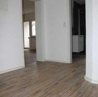 Erstbezug nach Sanierung mit zwei Balkonen: 3-Zimmer-Hochparterre-Wohnung in Pfersee