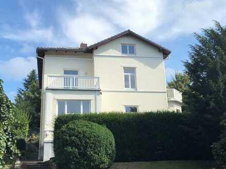 SUPER LAGE: individuelle möblierte DG-Wohnung in Villa am/mit Blick auf Schlosspark