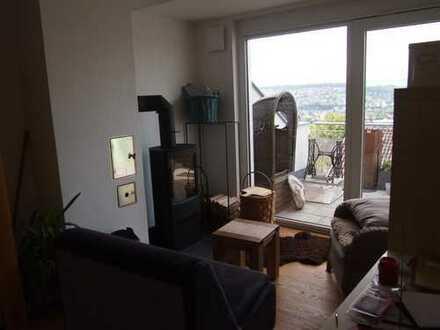 Neuwertige 4-Zimmer-DG-Wohnung mit Balkon und Einbauküche in Uhingen