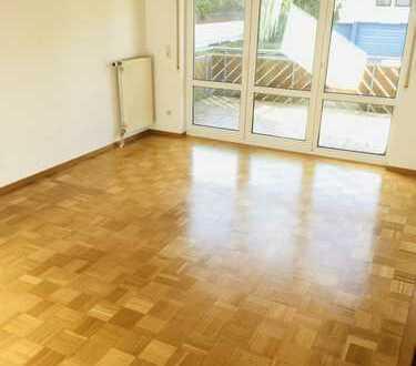 Helle 3,5-Zimmer Wohnung mit EBK, großem Balkon und Terrasse in Allmersbach i. T.