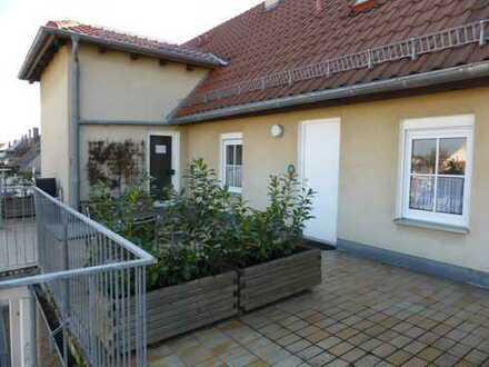 Geräumige und gepflegte 2-Zimmer-Dachgeschosswohnung mit Terrasse und EBK in Bamberg
