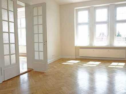 Erstbezug nach Sanierung: großzügige 4-Raum-Altbau-Wohnung in der Innenstadt