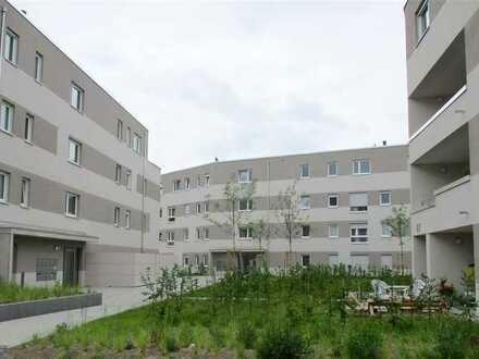 Neuwertige 2 ZKB Wohnung mit großer Dachterrasse !