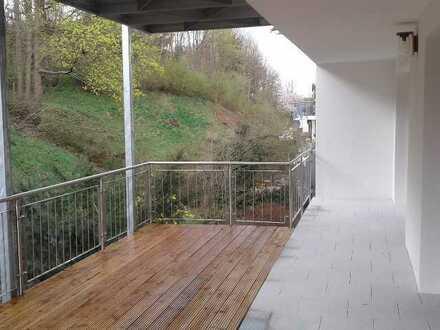 Erstbezug nach Sanierung mit Balkon: ansprechende 5-Zimmer-Wohnung in Landshut