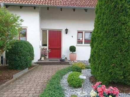 Attraktive Doppelhaushälfte auf traumhaftem Grundstück in Heiligenberg