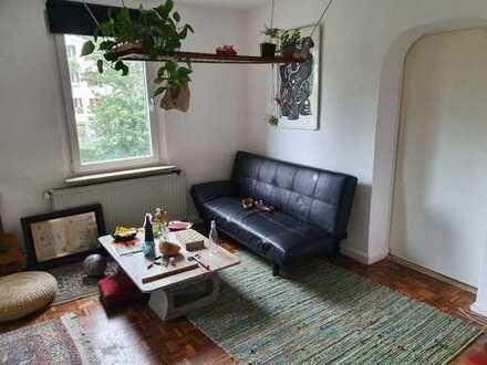 Gemütliches Zimmer in großer Wohnung