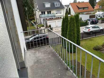 Zimmer mit Balkon in 2er WG in Haus